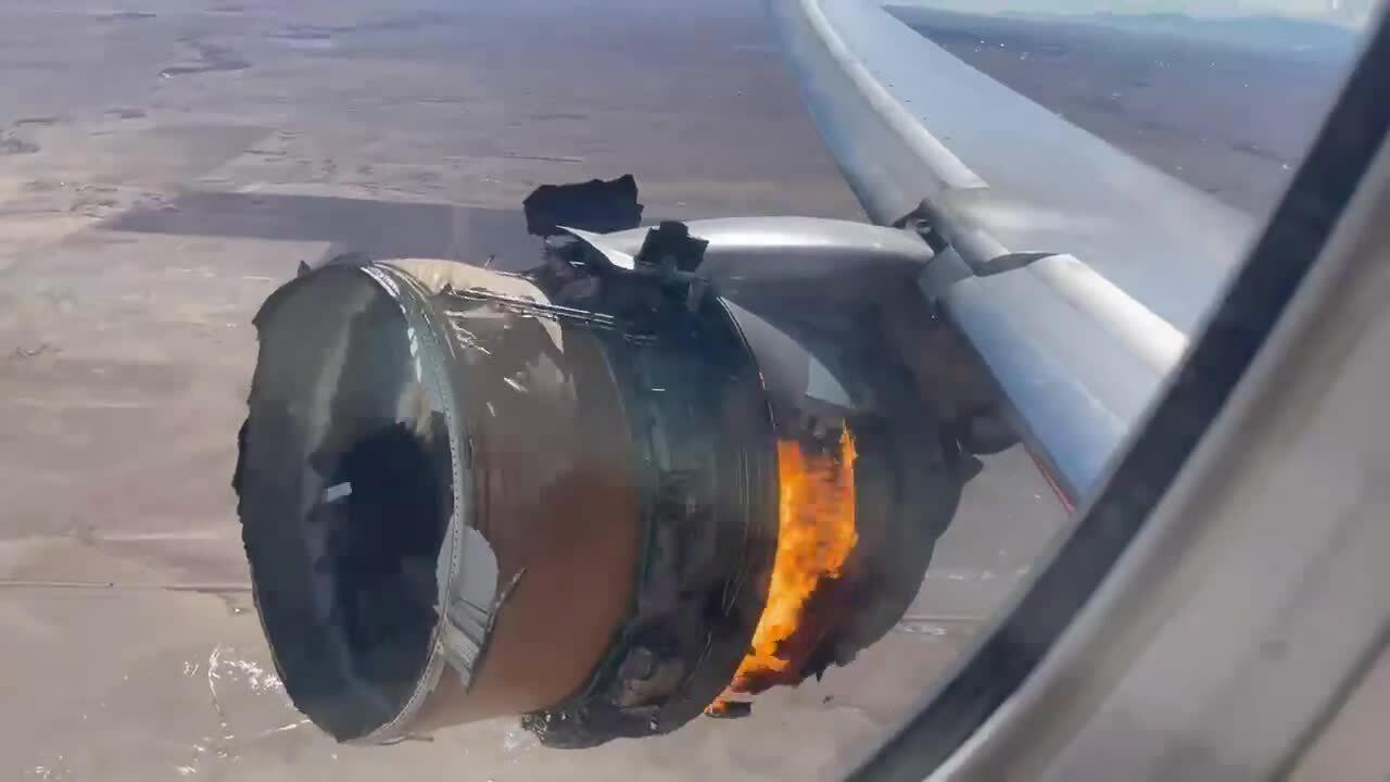 Máy bay gặp sự cố động cơ, rơi mảnh vỡ xuống khu dân cư