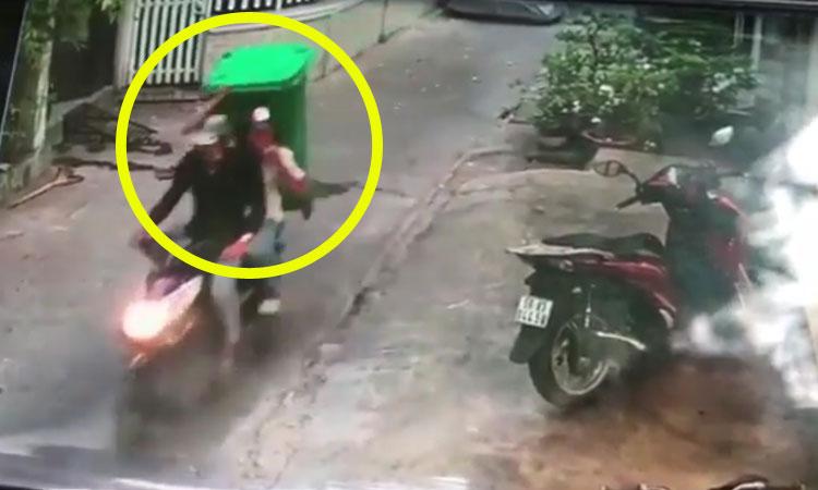 Chê xe SH, hai tên trộm lấy thùng rác