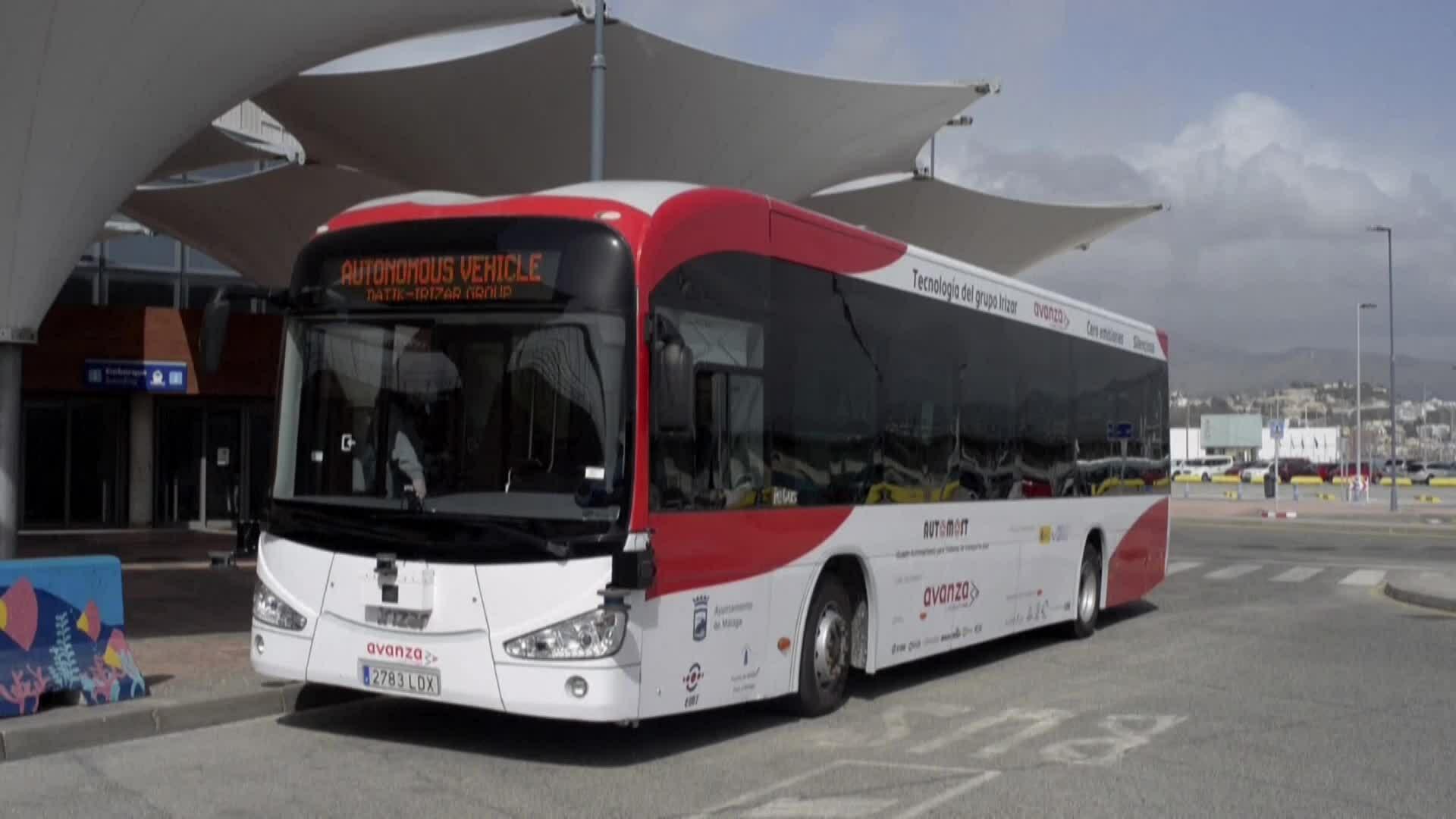 Ra mắt xe buýt điện tự lái đầu tiên ở châu Âu