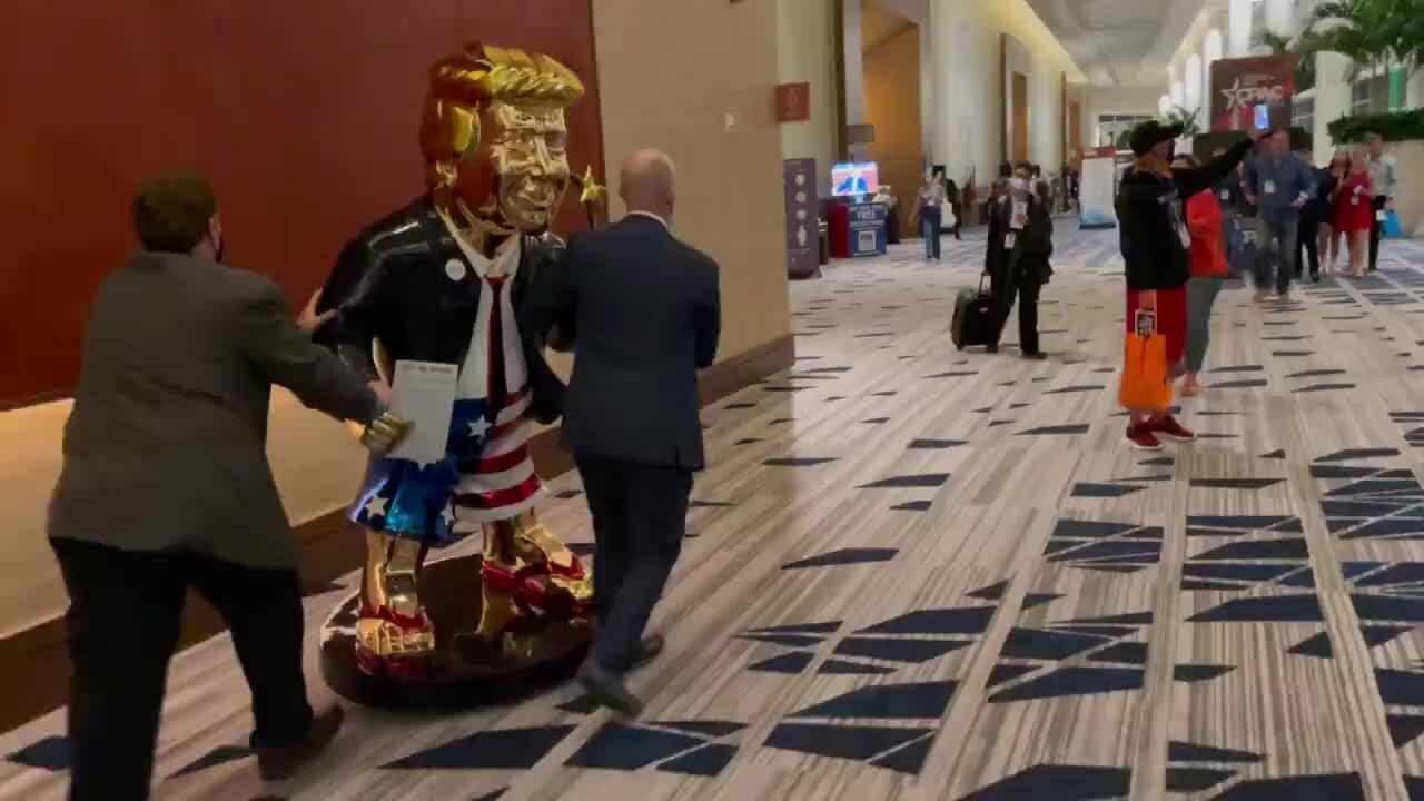 Cựu luật sư: Trump nghĩ mình là Chúa
