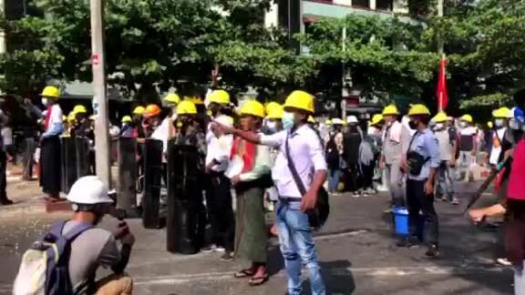 Người Myanmar tiếp tục xuống đường sau biểu tình đẫm máu
