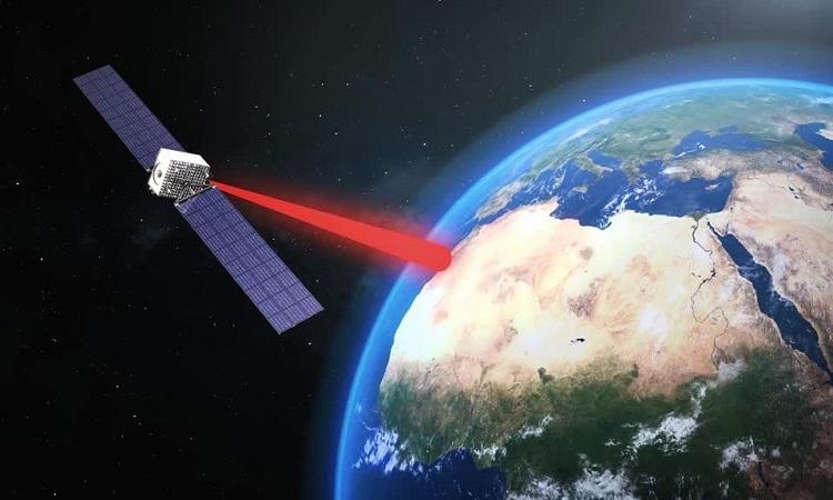 Pin Mặt Trời truyền điện từ không gian về Trái Đất