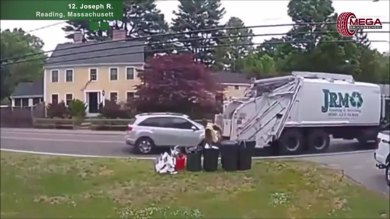 Ôtô lao thẳng vào đuôi xe chở rác