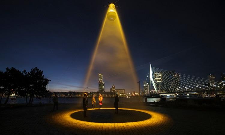 Đèn cực tím tiêu diệt 99,9% hạt virus trong môi trường