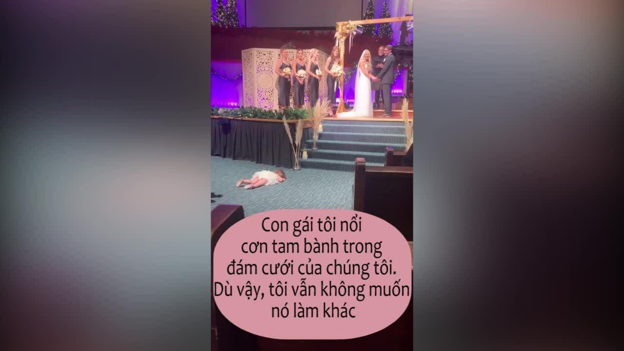 Con gái nằm ăn vạ trong đám cưới bố mẹ