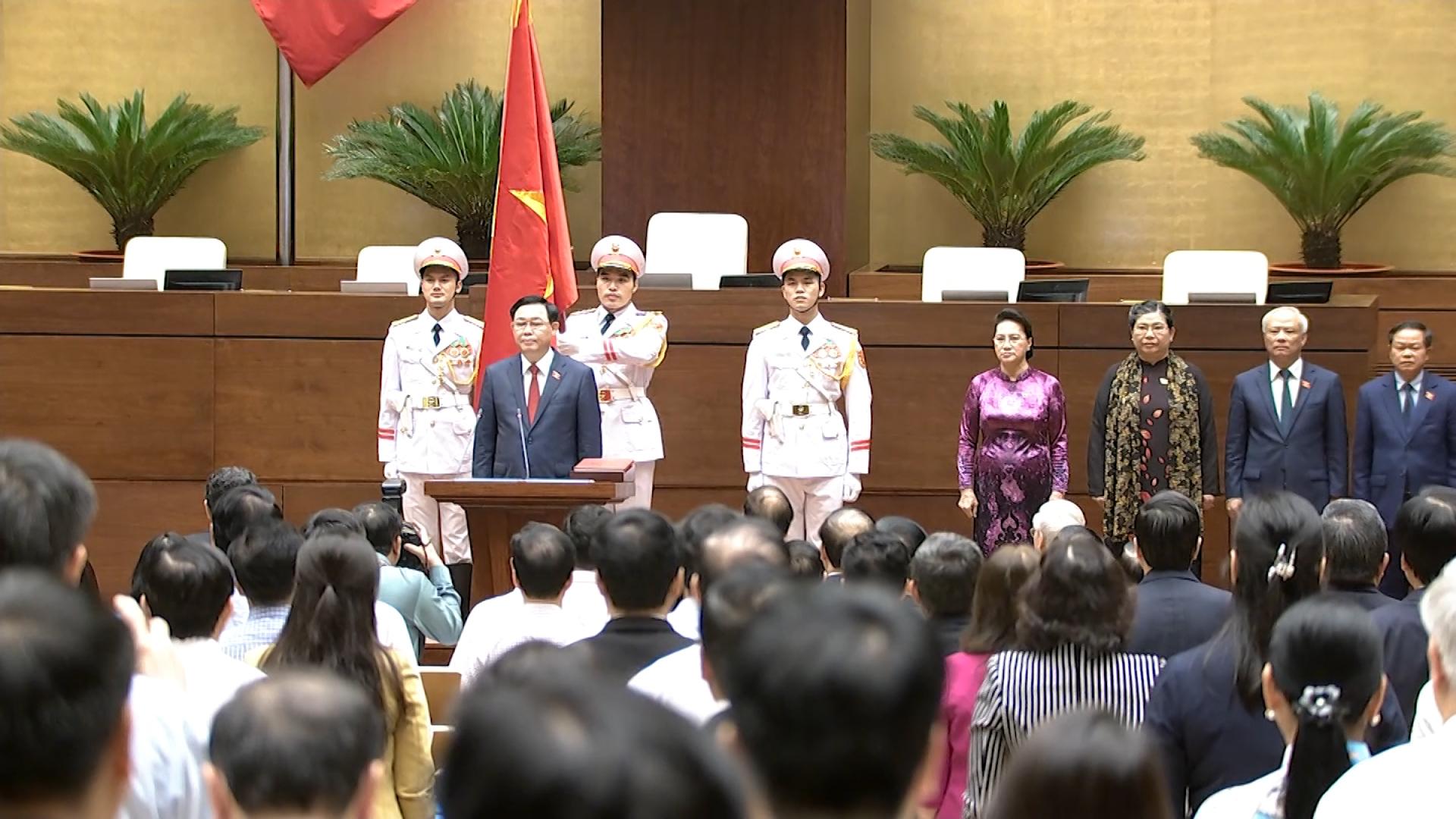 Tân Chủ tịch Quốc hội tuyên thệ
