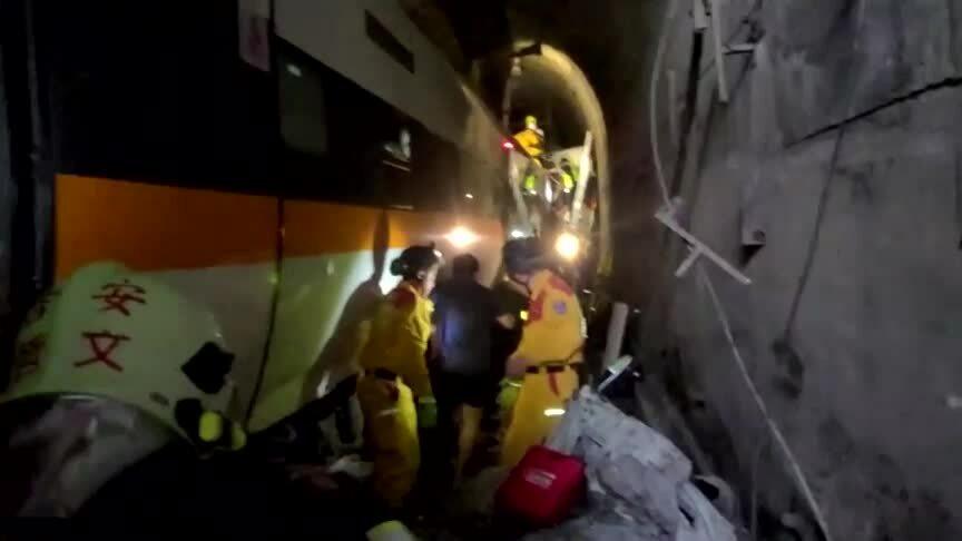 Tàu Đài Loan bị xé toạc sau cú đâm 'tồi tệ nhất 4 thập kỷ'