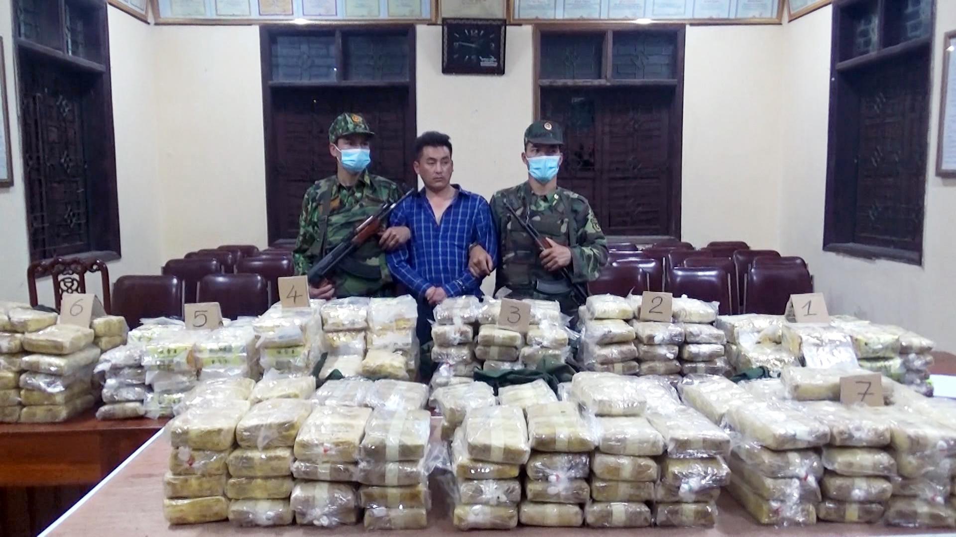 Triệt phá đường dây vận chuyển 350 kg ma túy