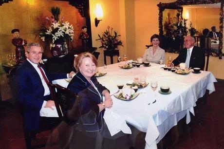 Bữa tối 'nghẹt thở' trong nhà hàng đón Tổng thống Bush