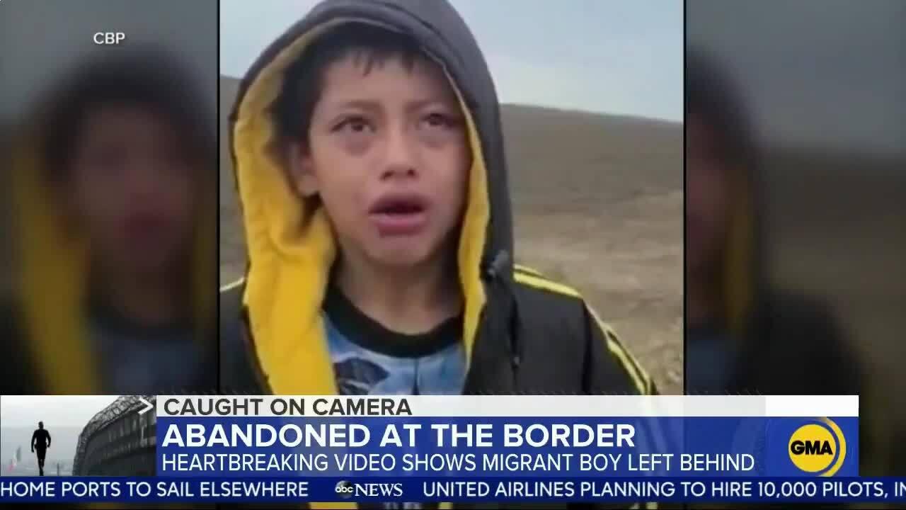 Bé trai bị bỏ rơi giữa sa mạc khi tìm đường vào Mỹ