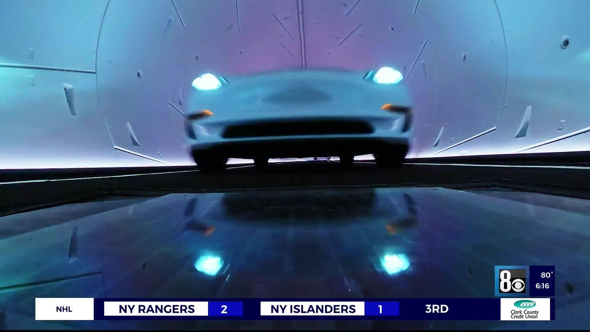 Xe Tesla nối đuôi chạy vào đường hầm dưới Las Vegas