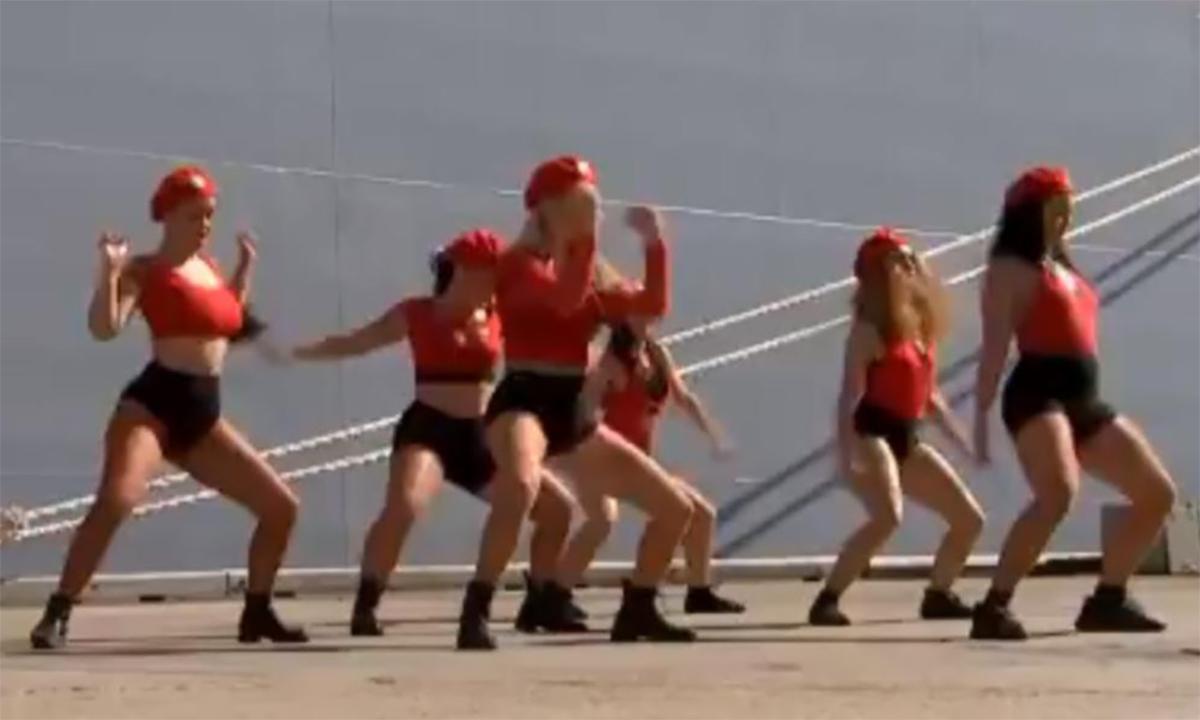 Nhảy sexy trong lễ đặt tên tàu quân sự mới