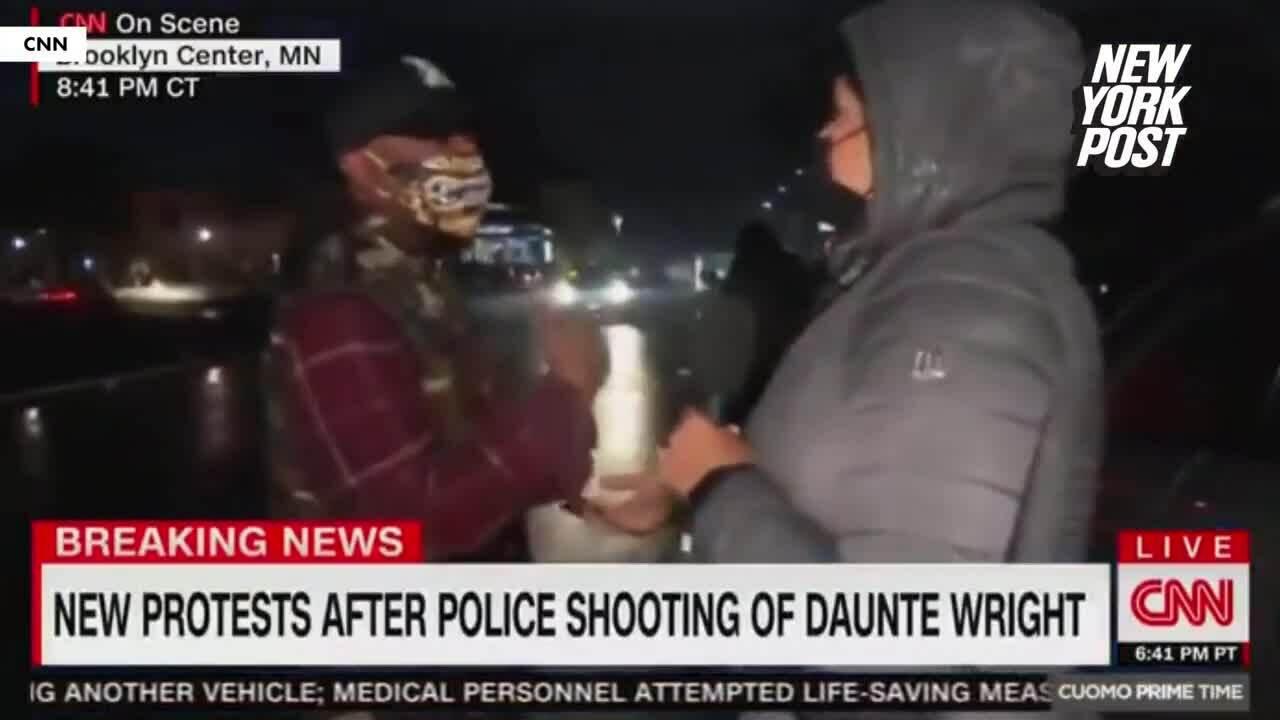 Phóng viên Mỹ bị chửi rủa khi đưa tin biểu tình