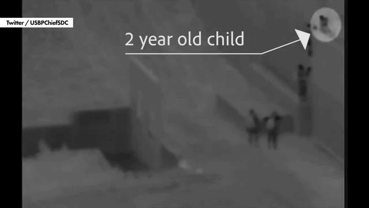 Kẻ buôn người thả bé hai tuổi qua tường biên giới