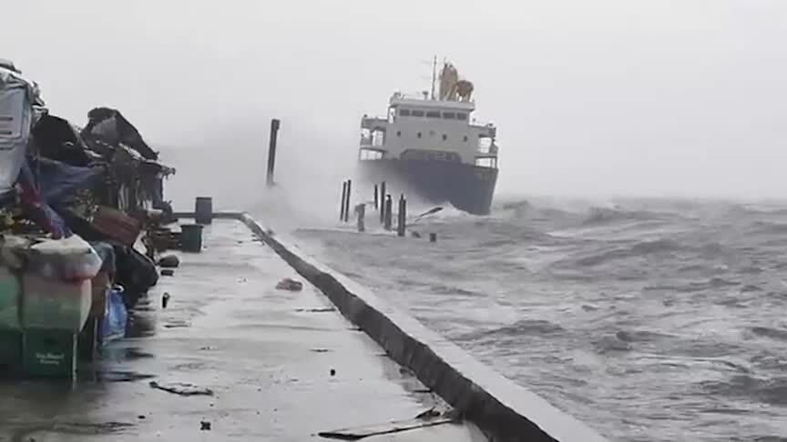 19.000 người Philippines sơ tán vì bão Surigae