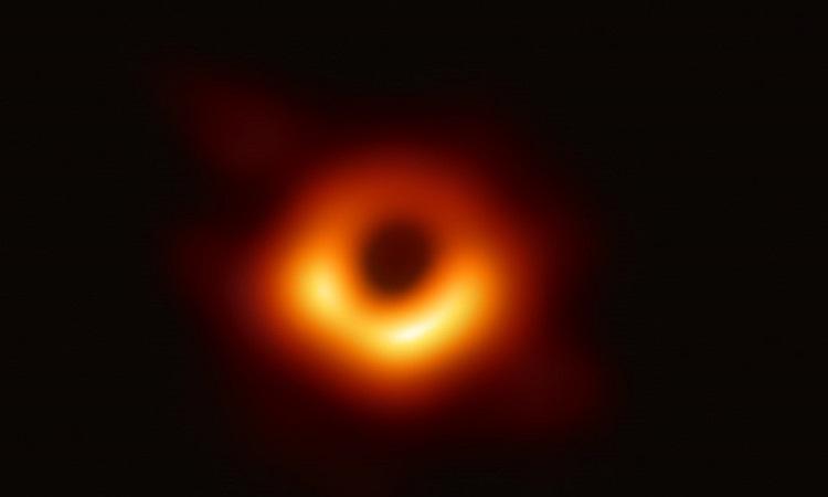 Hố đen khổng lồ quan sát từ loạt kính viễn vọng mạnh nhất