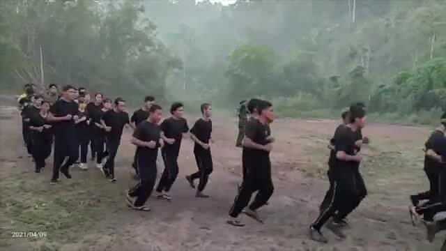Người biểu tình Myanmar được huấn luyện quân sự