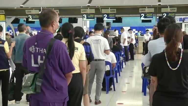 Thái Lan biến sân bay thành điểm tiêm vaccine