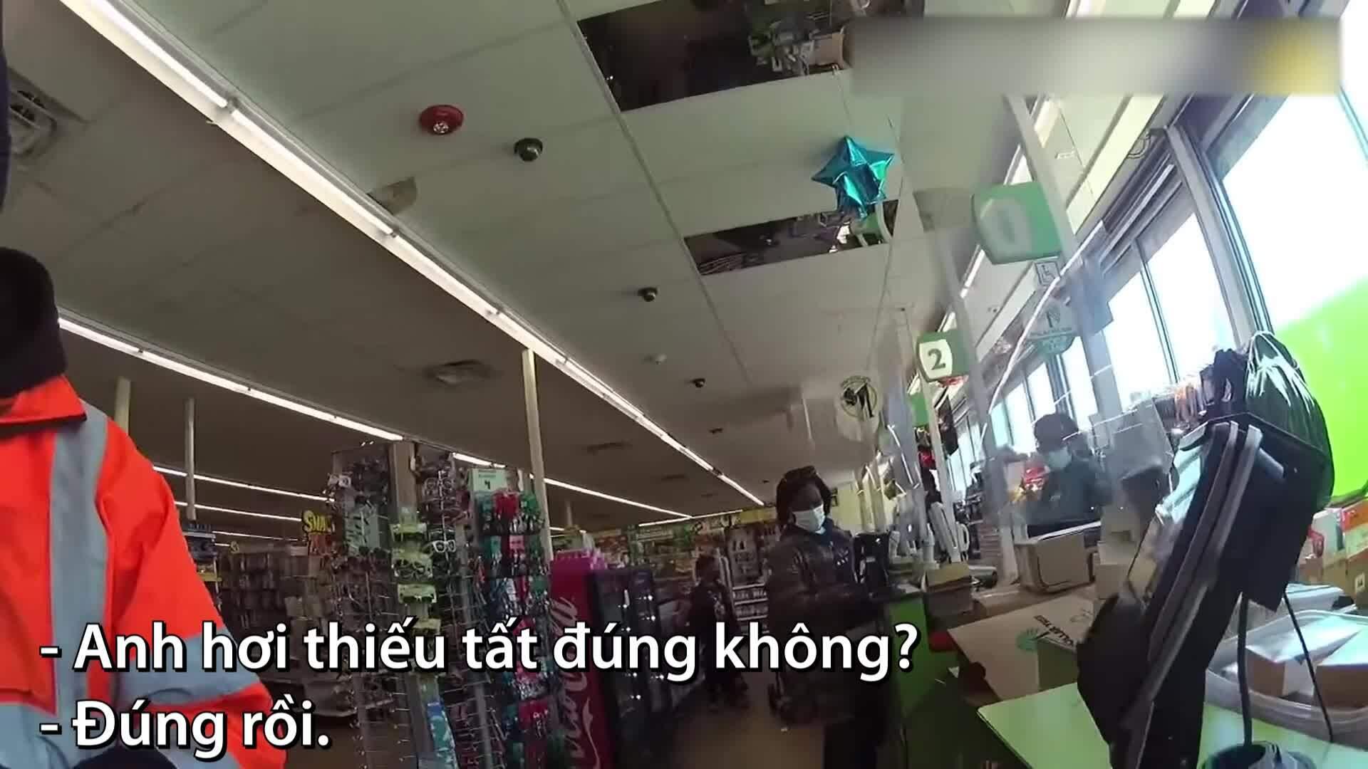 Cảnh sát mua tất chân cho kẻ trộm