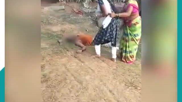 Mẹ cản con gái đưa nước cho cha mắc Covid-19