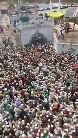 Hàng chục nghìn người Ấn Độ đưa tang giáo sĩ giữa thảm kịch Covid-19
