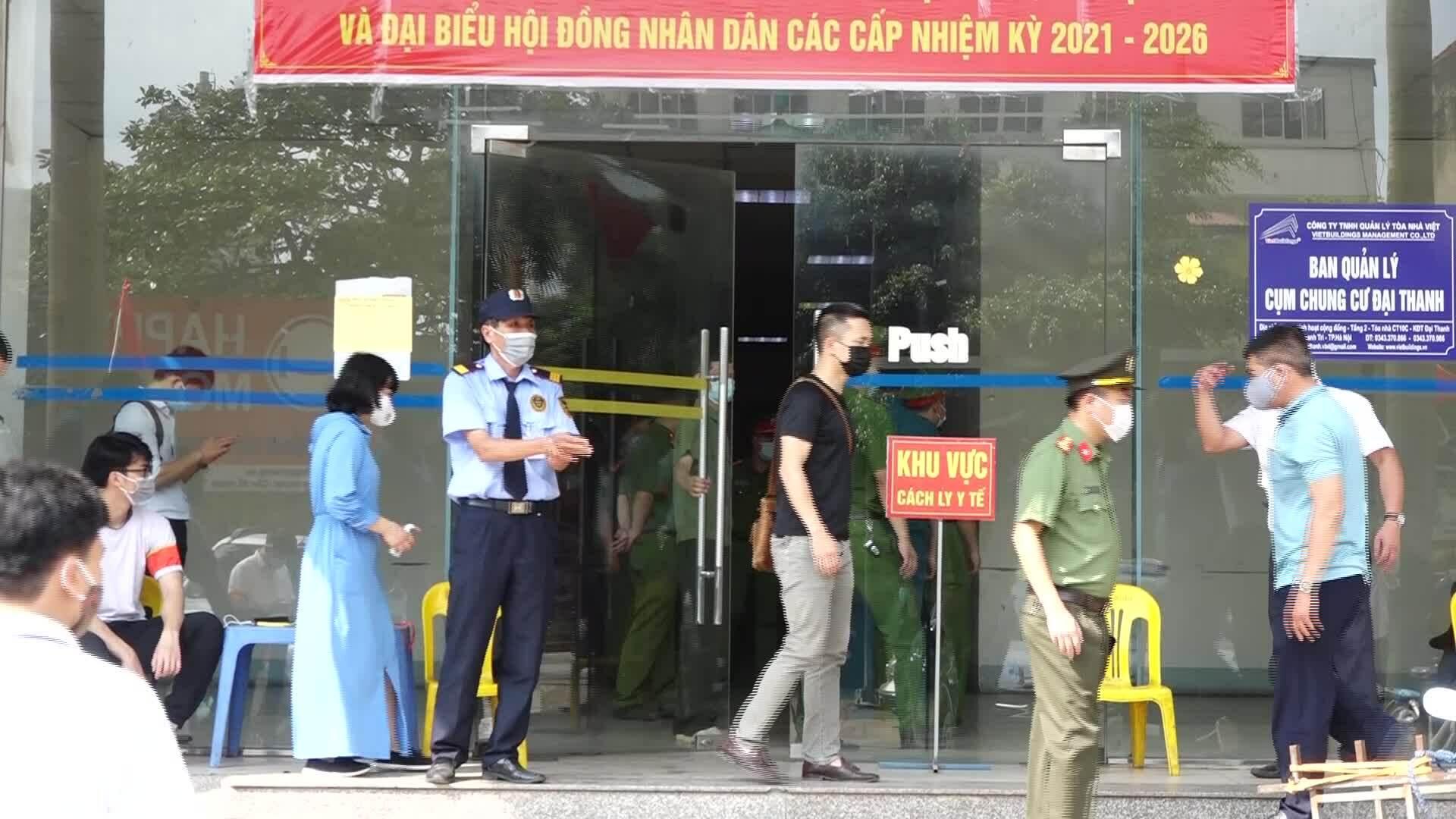 Phong tỏa 3 tòa chung cư Đại Thanh