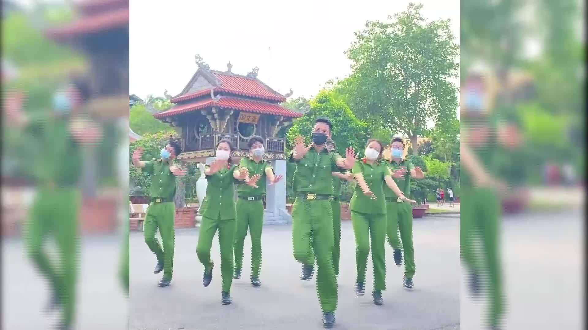 Sinh viên Cảnh sát nhảy điệu 'Tôi đi bầu cử'