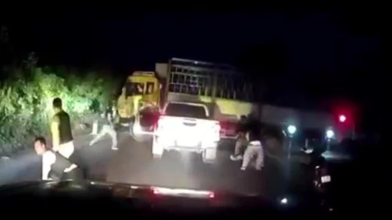 Cảnh sát vây bắt ôtô chở ma túy