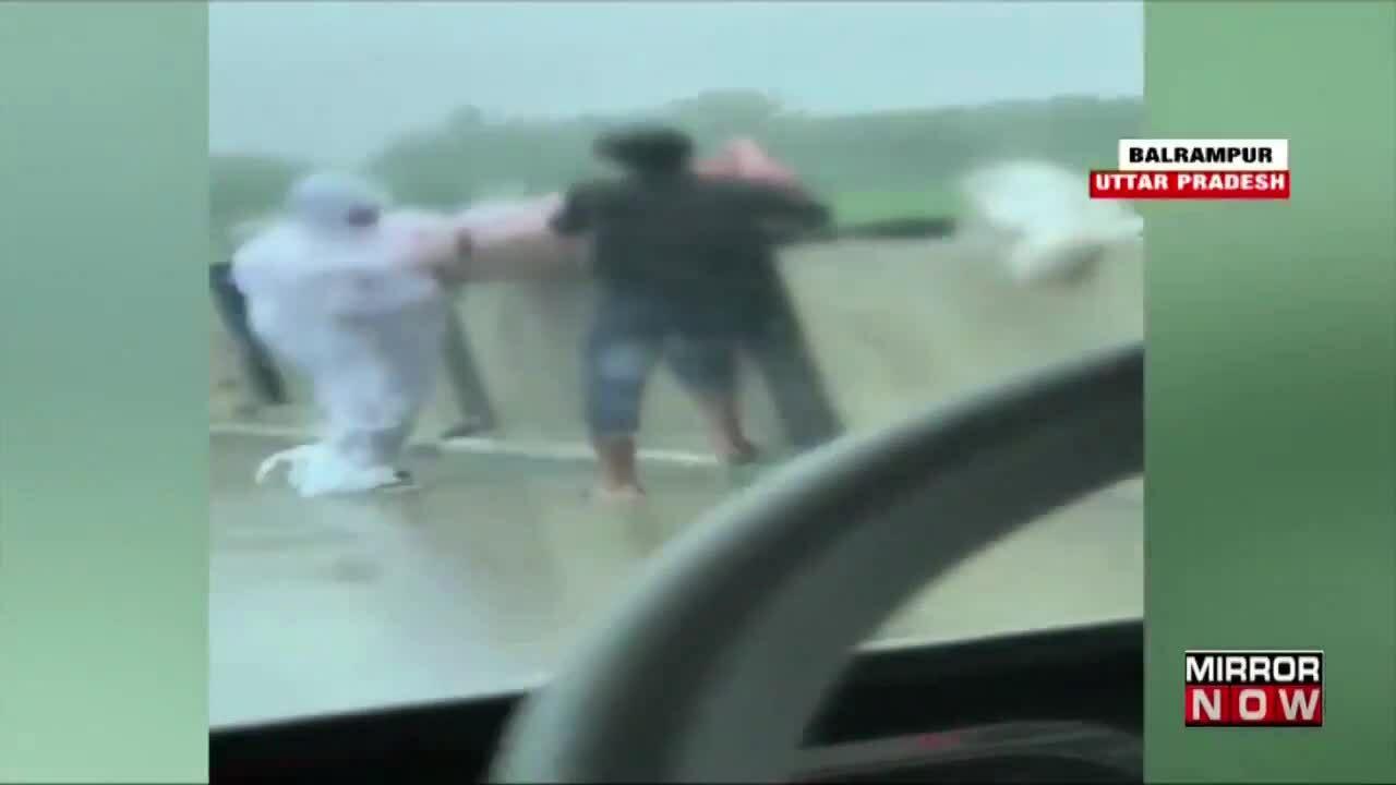 Bắt hai người ném thi thể nạn nhân Covid-19 xuống sông