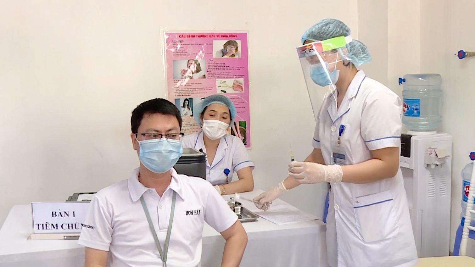 Thứ trưởng Y tế Trương Quốc Cường trả lời về chất lượng vaccine Covid-19