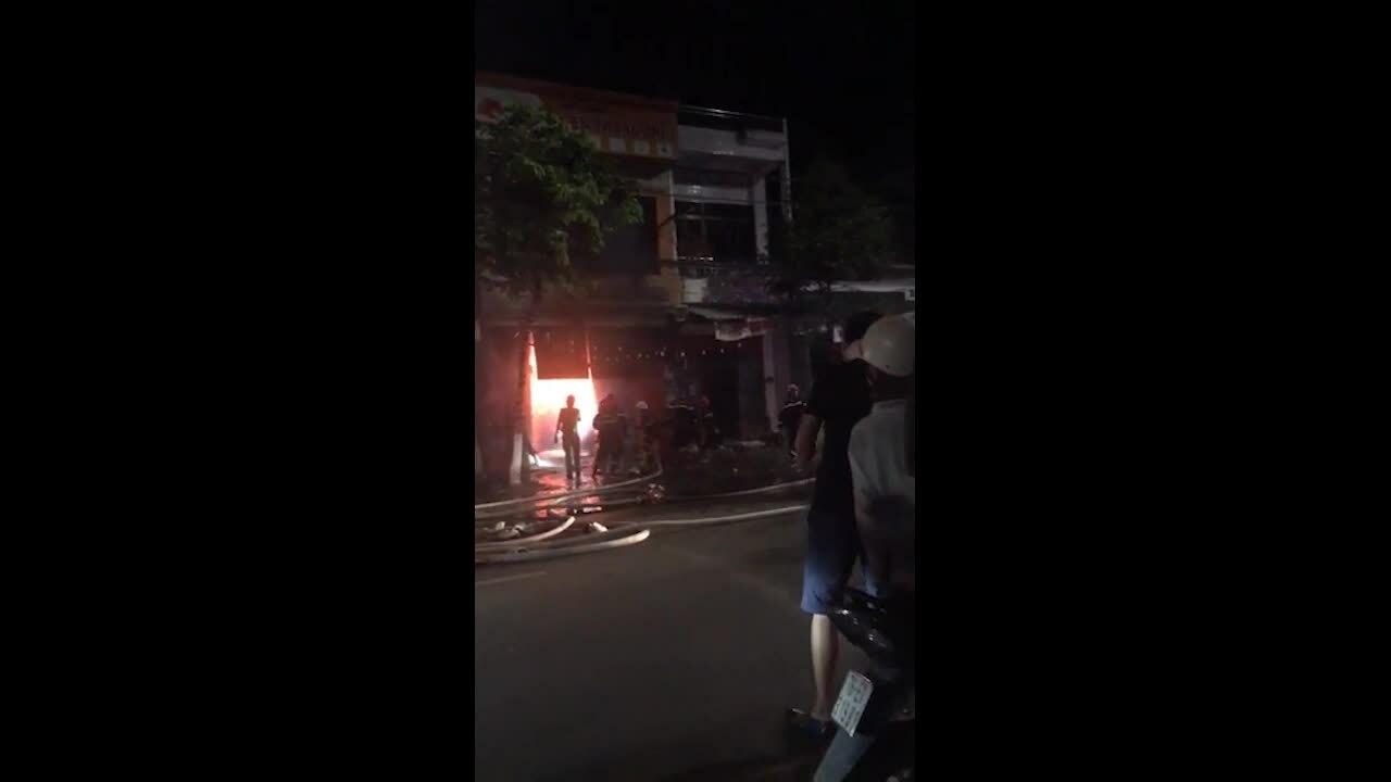 Video đính kèm tin cháy nhà Quãng Ngãi