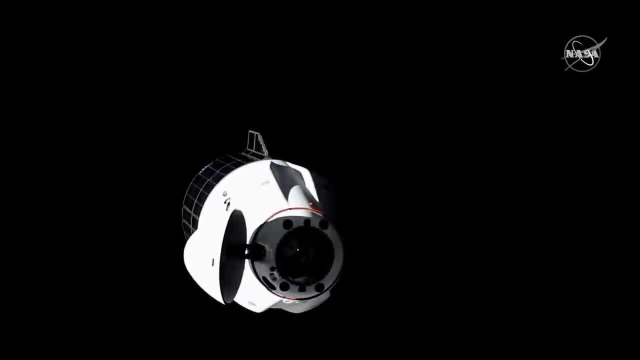Tàu SpaceX ghép nối với trạm ISS ở độ cao hơn 400 km