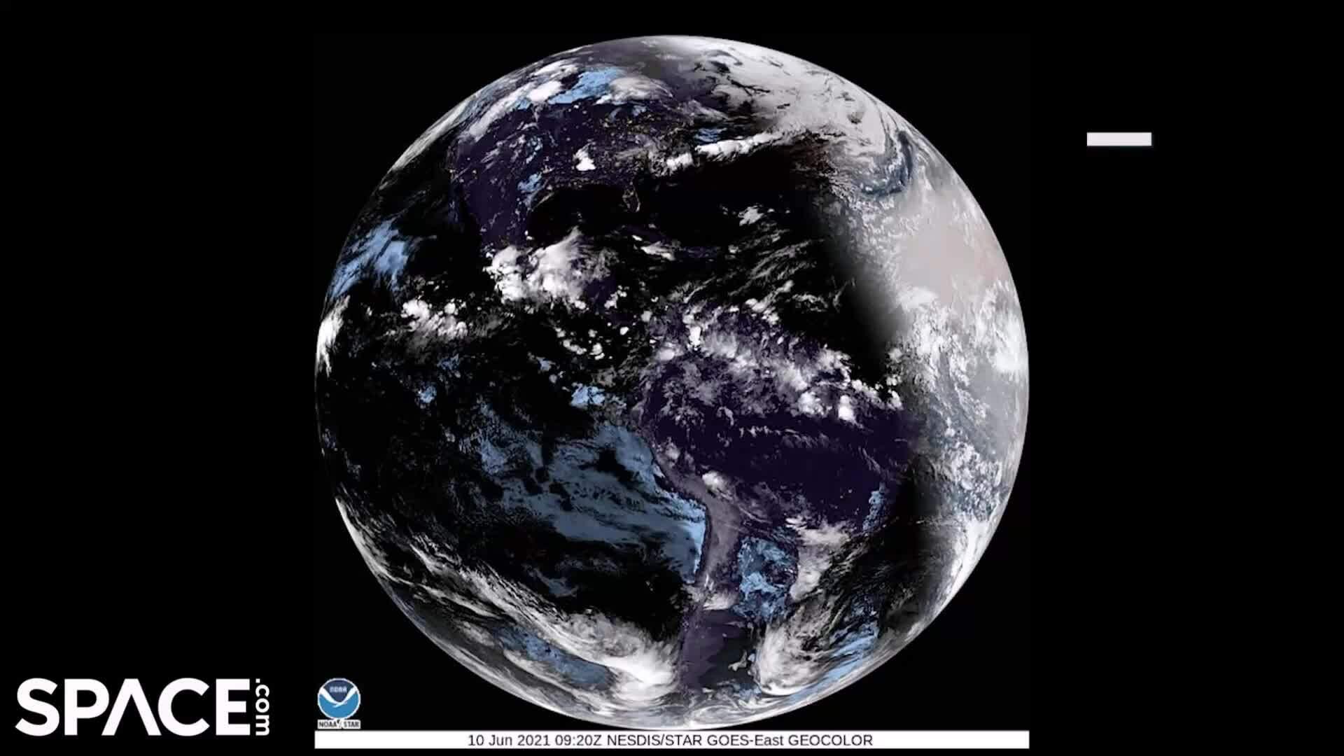 Trái Đất trong nhật thực 'vòng tròn lửa' nhìn từ vũ trụ
