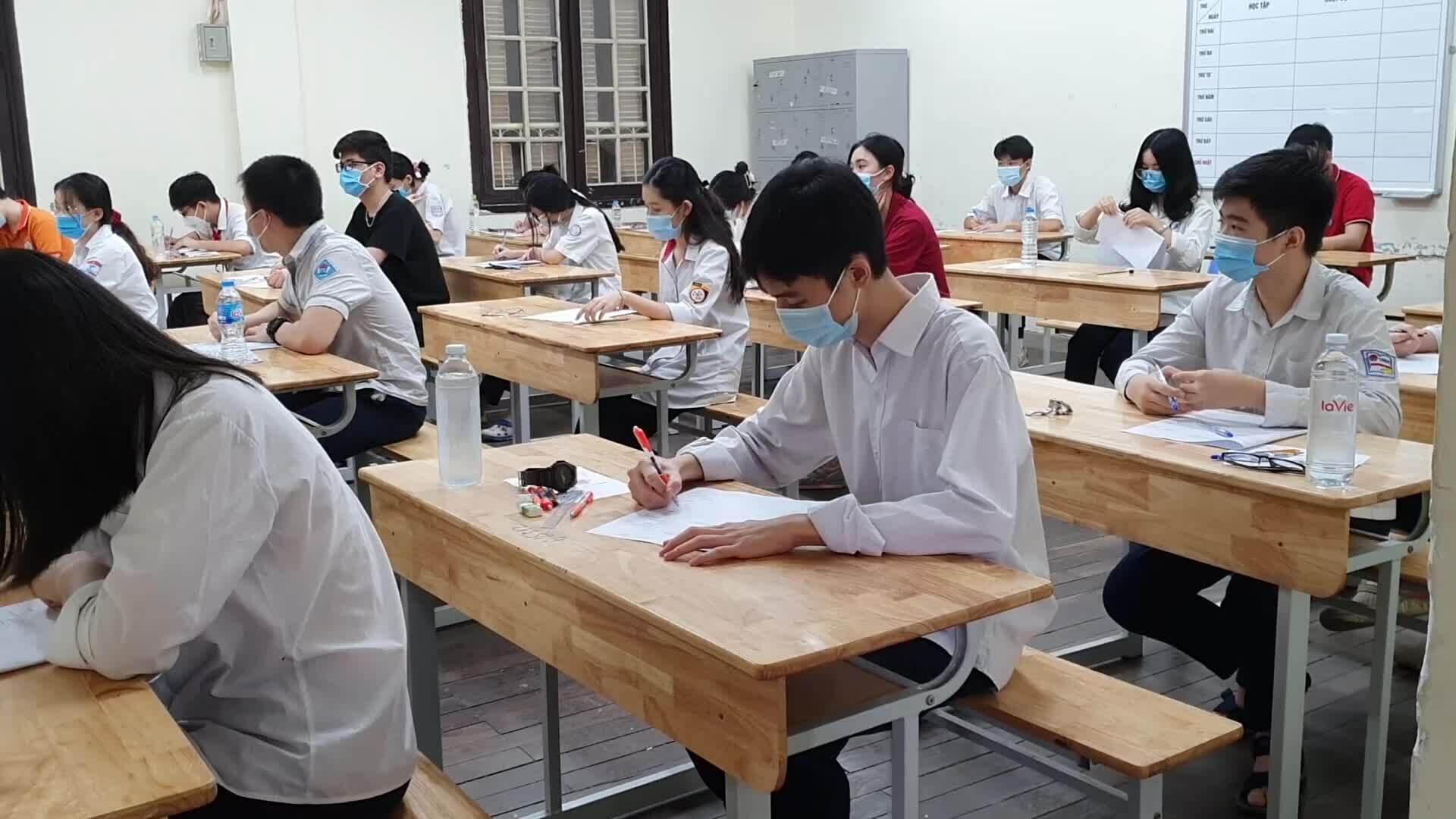 Thí sinh thi vào lớp 10 ở điểm thi Phan Đình Phùng