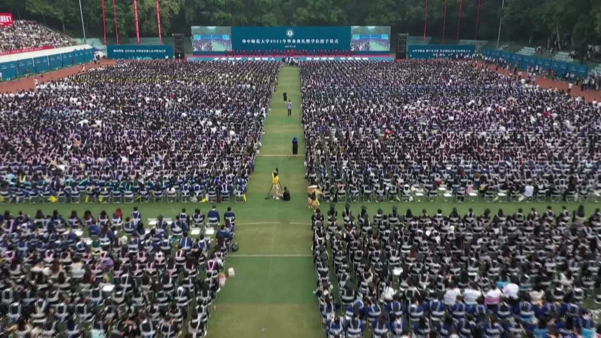 Sinh viên Vũ Hán tốt nghiệp 'bù'