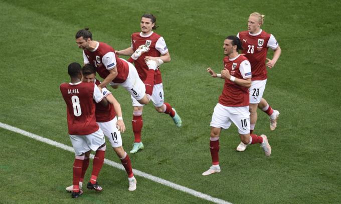 Ukraine 0-1 Áo