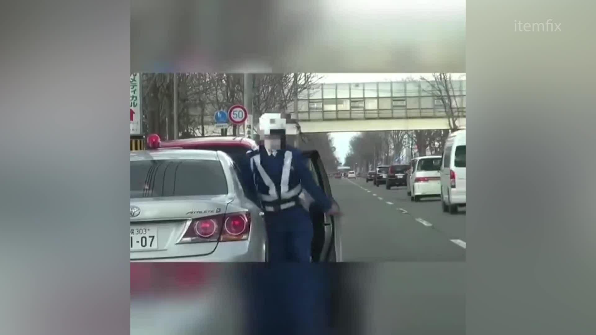 Ôtô của CSGT ngụy trang để bắt tài xế vi phạm
