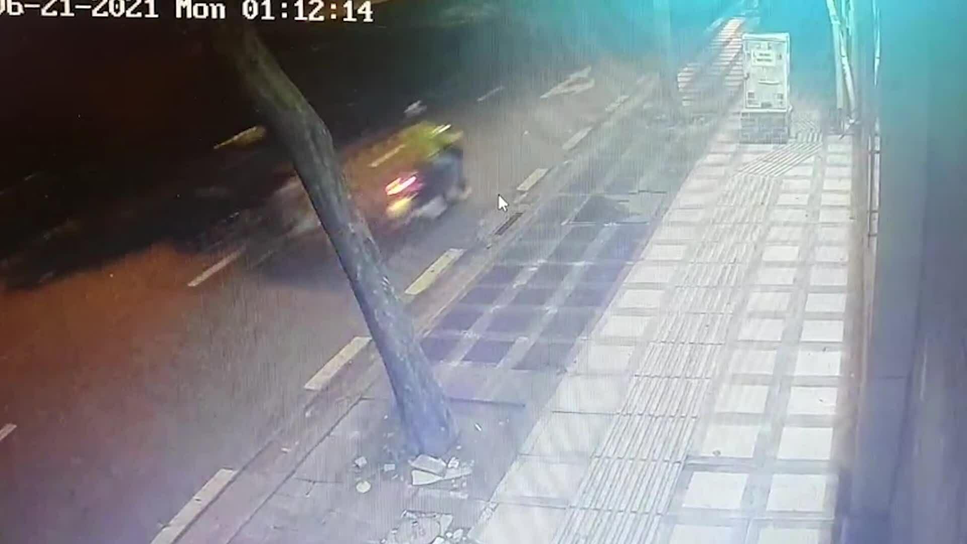 Hai thiếu niên cướp xe lấy tiền chung độ đá banh mùa Euro