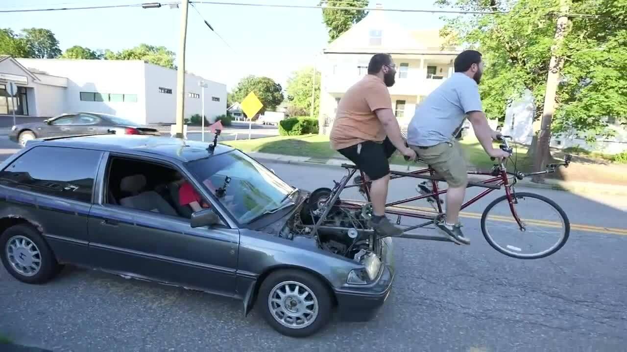 Ôtô chạy bằng sức của xe đạp
