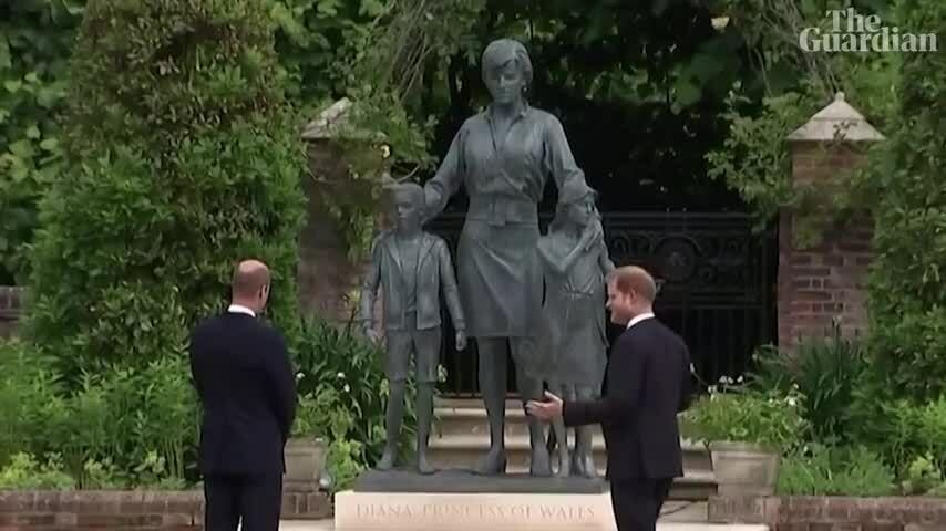 William và Hary khánh thành tượng Diana