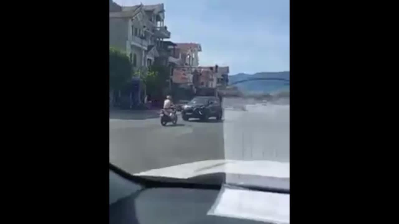 Tài xế lùi xe bỏ chạy trên quốc lộ 1
