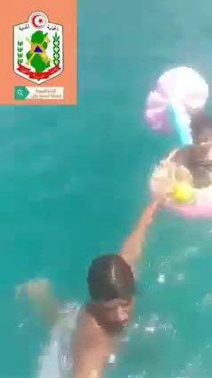 Bố mẹ lơ đãng, bé 18 tháng tuổi trôi ra giữa biển