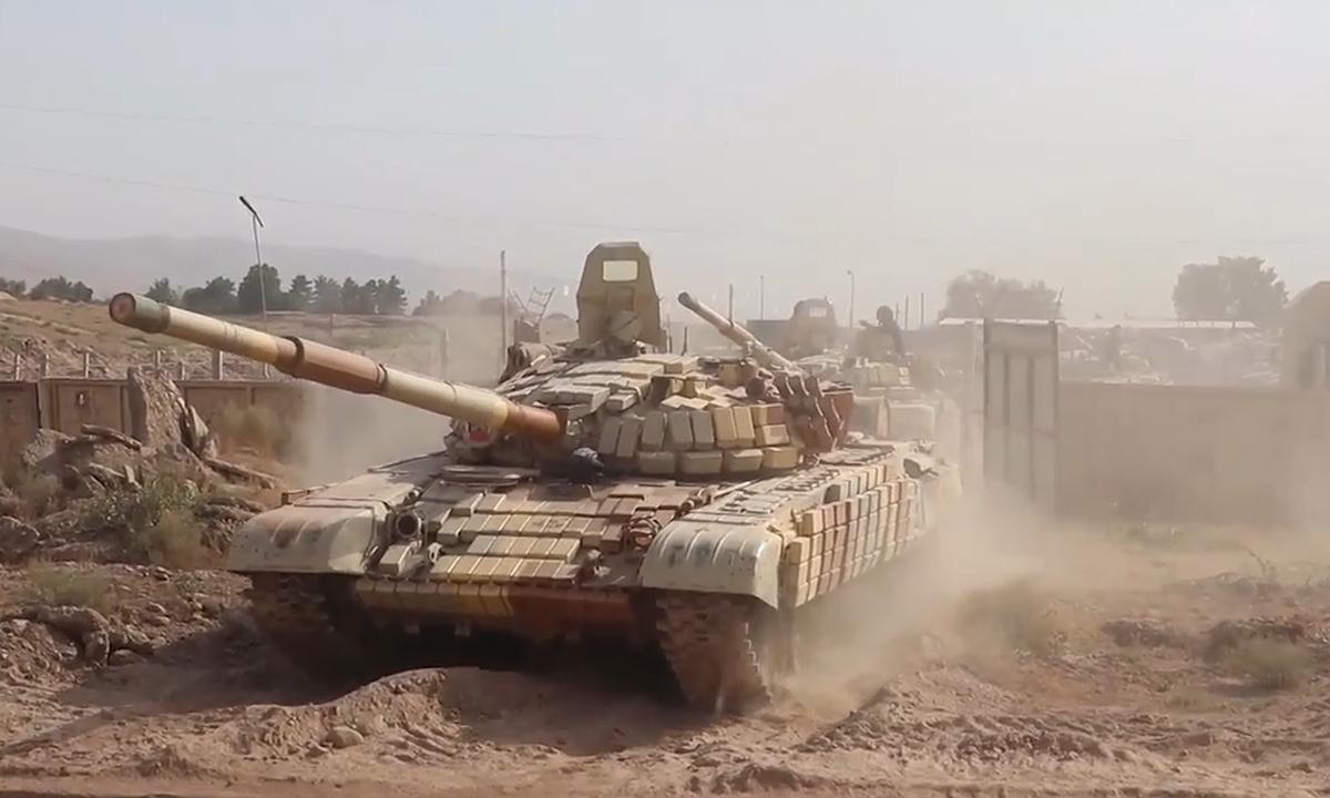 Nga điều xe tăng tới sát biên giới Afghanistan