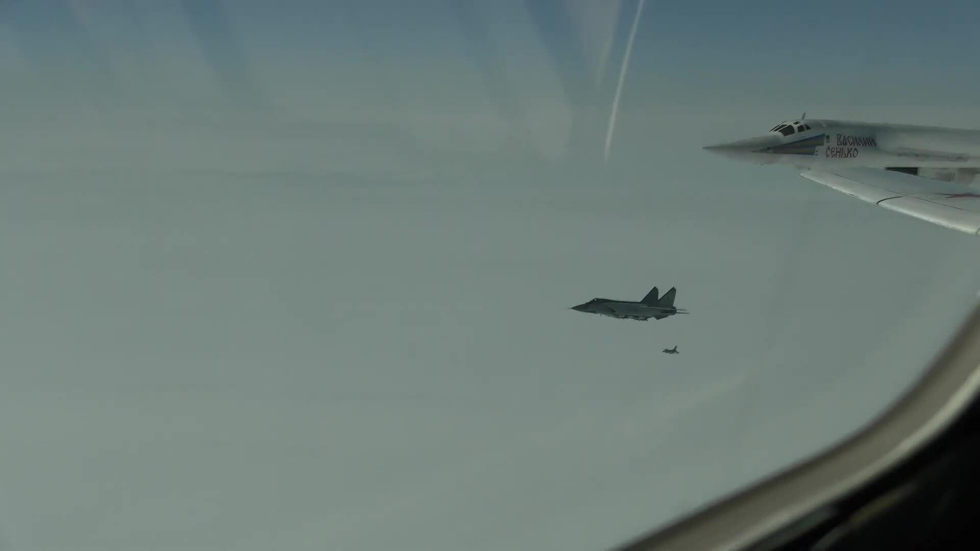 MiG-31 Nga thị uy trước F-16 Na Uy