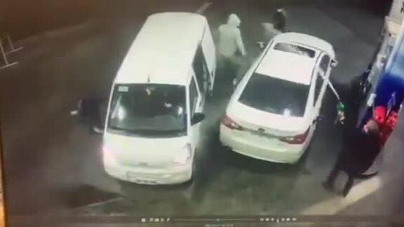Tài xế phun xăng vào nhóm kẻ cướp
