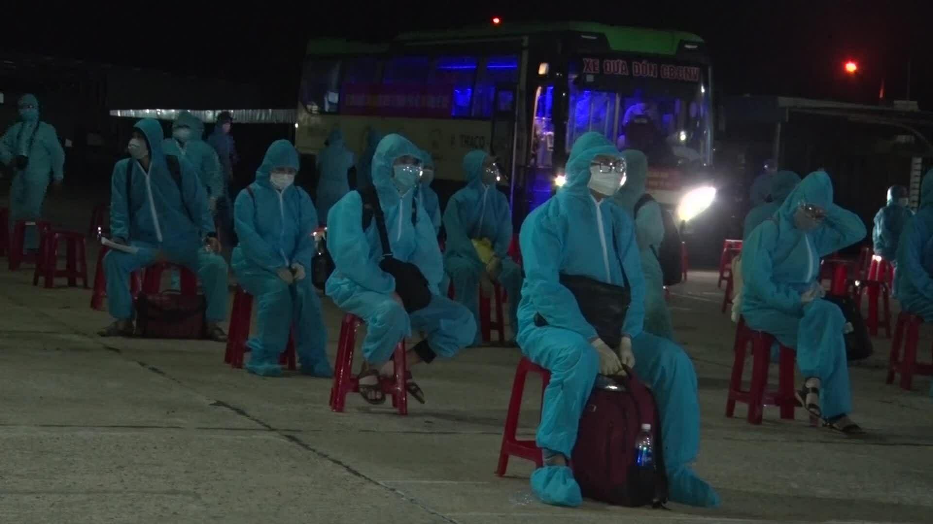 Người dân vui mừng khi được về Quảng Nam tránh dịch