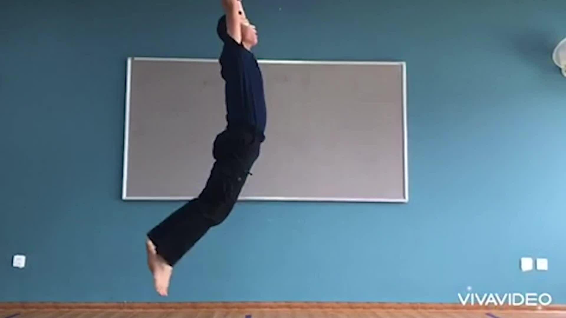 Những bài tập thể dục đơn giản tại nhà cho học sinh
