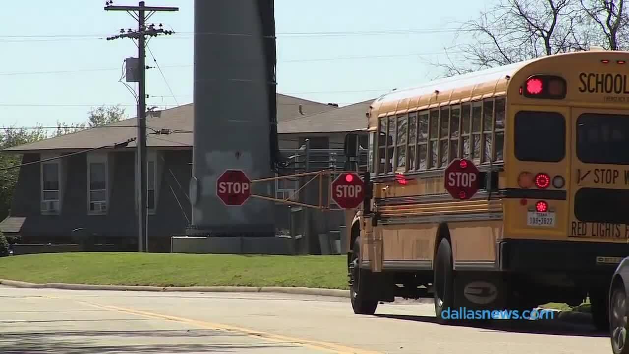 Vì sao xe buýt chở học sinh ở Mỹ có màu vàng