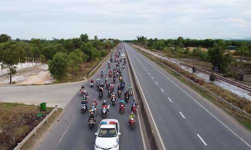 Các tỉnh gặp khó khi trung chuyển người đi xe máy về quê