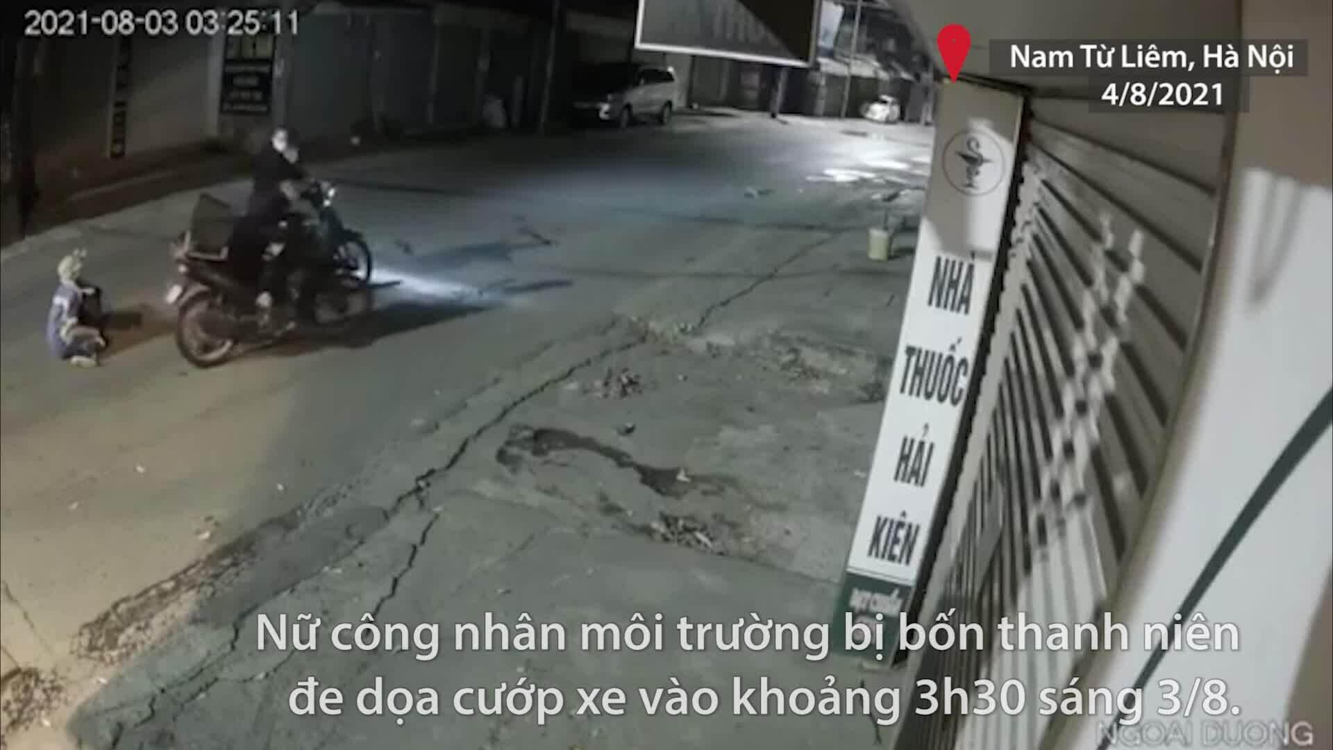Nữ công nhân môi trường bị 4 thanh niên dí gậy sắt vào ngực cướp xe máy
